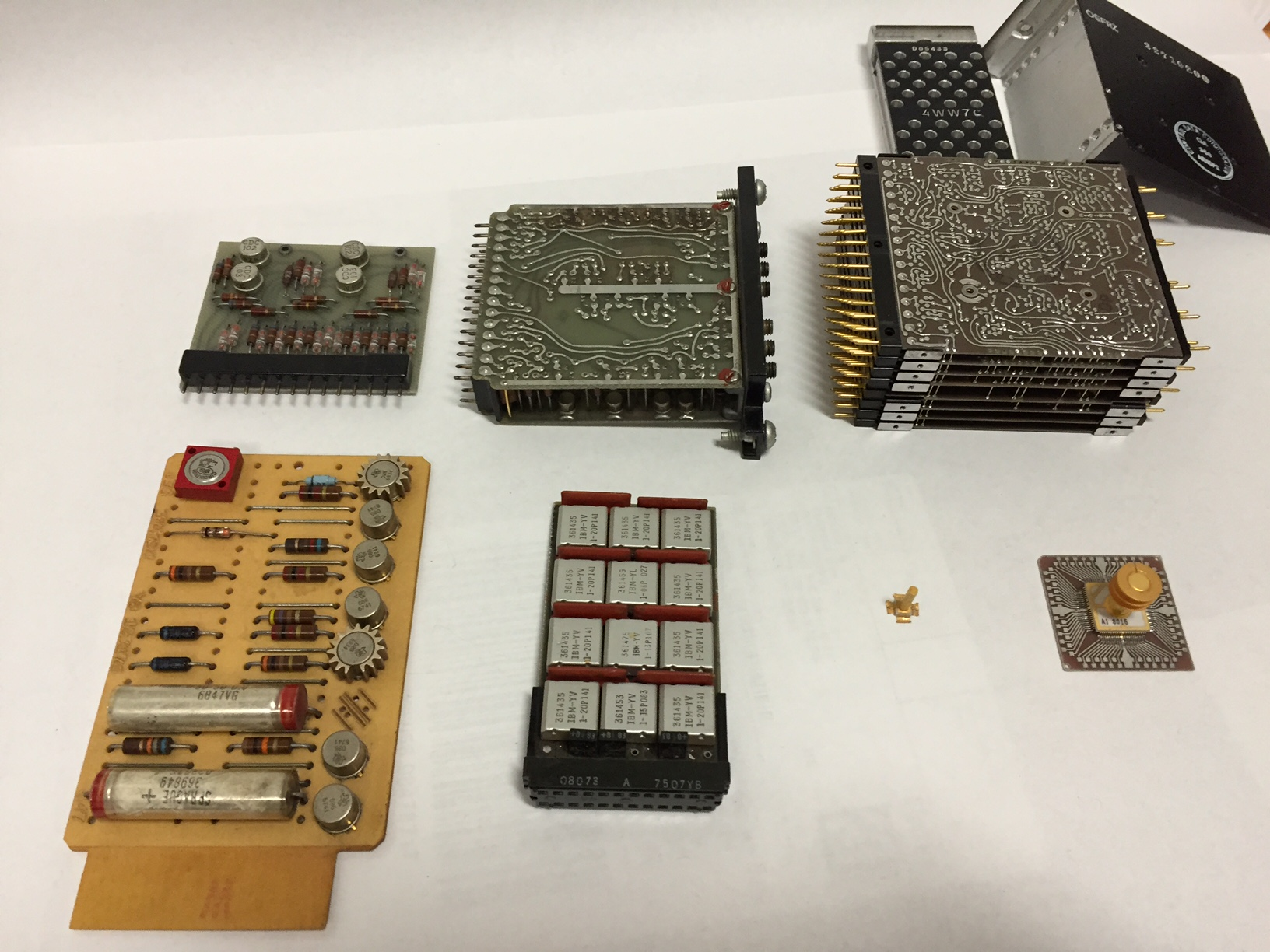 Technical Description Of Ibm Acs Project Mark Smotherman Figure 24 A Semiconductor Memory Chip Integrated Circuit Cdc And Amdahl Modules